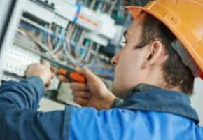 Factors to Consider Before Selecting Electrical Contractors